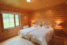 kingfisher lodge twin bedded room